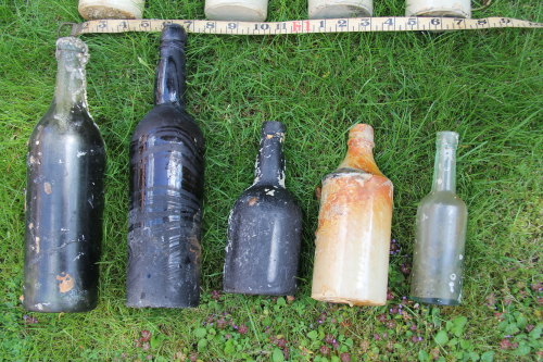 MAS-D100100: MAS-D100100; Kent; Bottles; Image 1 of 1